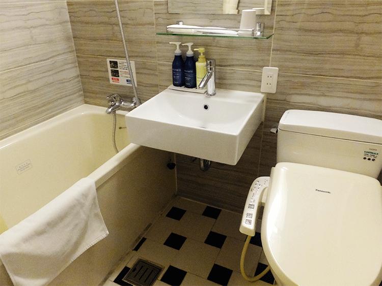 お風呂、トイレも完備しています。